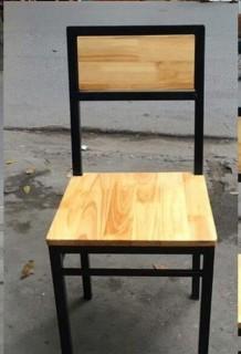 Ghế đơn chân khung sắt mặt gỗ thông hoặc keo